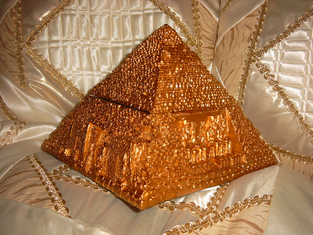 pyramide gypten schmuckkasten neu ca 19x19 goldfarben. Black Bedroom Furniture Sets. Home Design Ideas